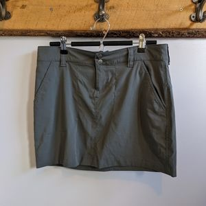 Columbia omni-shield skirt. Size 8.  EUC.